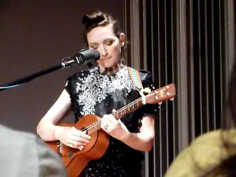 my-brightest-diamond-she-does-not-brave-the-war-hmc1410
