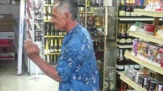 CUBANO LOCO BAILANDO MERENGUE عجوز محشش وسكران