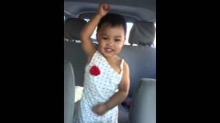 INNA - Cola song (feat. J balvin ) : Baby Zoeih's DANCE moves