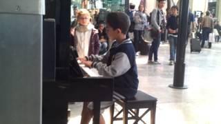 Intouchables piano gare Marseille Saint-Charles Dani 10 ans