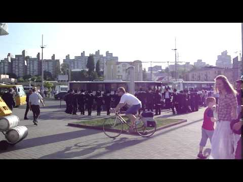Jews at the train station in Kiev,Ukraine 2011 June. Евреи  на вокзале Киева.