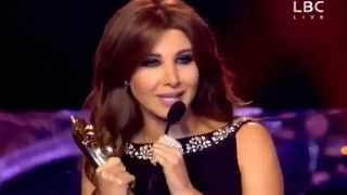 Nancy Ajram   Murex D'or 2014 نانسي عجرم تهدي جائزة