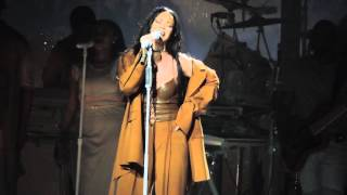 Rihanna - Love on the Brain (Live at Barclays Center) 3/30/16