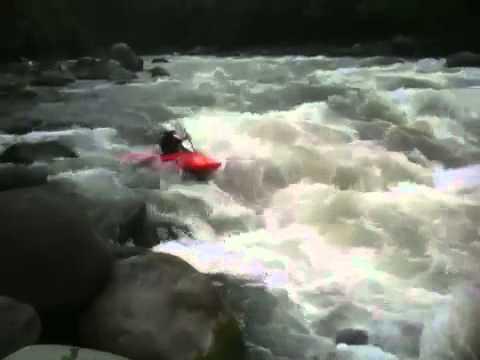 Joaquin Meneses Kayak Ecuador Toachi river
