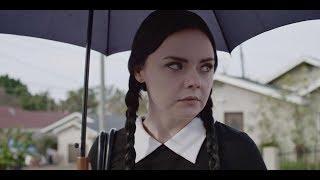 Merlina Addams es Adulta - Los Piropos (Fandub Latino)