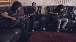 Queen - Somebody To Love Acoustic Cover By Yoga, Lorenzo & Albrezki [Talent I/O]
