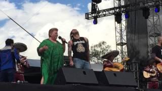 Genitalica feat. Paquita la del Barrio vive latino 2015