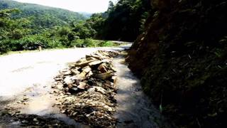 Tekoucí voda do kopce