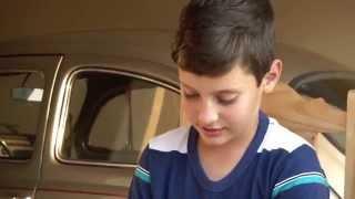 TV UP / UP NOTÍCIAS - Menino de 10 anos economiza dinheiro e compra seu primeiro carro (03/09/2014)