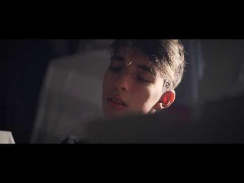 Abrazame de Cosmic Kid Letra y Video