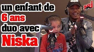 Niska interprète son titre Réseau avec un enfant de 6 ans à la radio !