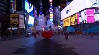 Walking in Manhattan - Times Square with no people