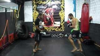 Treino de Manopla Com Atleta Carlos Cainan e o Professor Atleta  Amizael Gomes