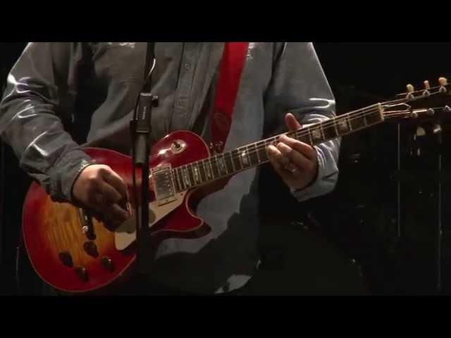 """Vídeo de Real Straits interpretando """"Brothers in Arms""""."""