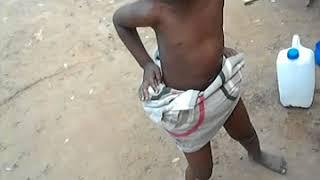 A criança dança dama ija