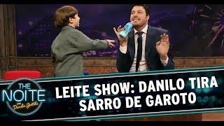 Leite Show: Danilo tira sarro de menino que toma mamadeira
