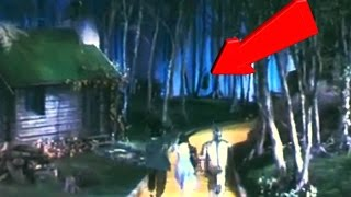 HANGING MUNCHKIN IN THE WIZARD OF OZ MOVIE