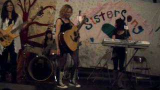 Grandmother Clock Live at Sistersong 2010 - Yasen Marie