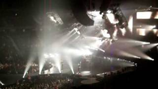 Nickelback - Burn it to the ground (live April11 2010)