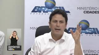 Ministro das Cidades se encontra com movimentos sociais que lutam por moradia