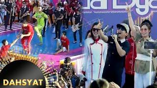 Host Dahsyat Terjatuh ketika Tipe X Membawakan Lagu Genit [Dahsyat] [17 Agustus 2016]