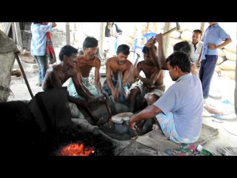 Bangladesh Metalworking 01