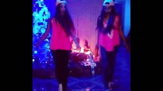 Umbrella (remix) shuffle dance friends