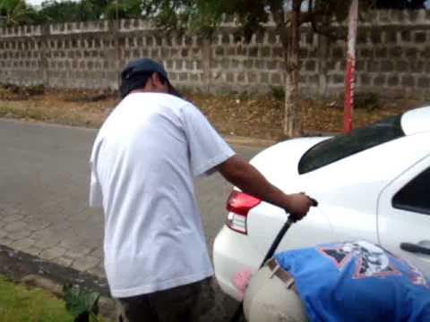 pasandola lavando el carro de lugo