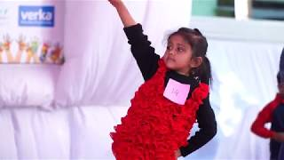 Aaj Blue Hai pani pani Dance by Ayushi