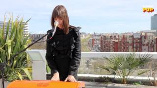 Clara Luciani interprète « Pleure Clara, pleure »