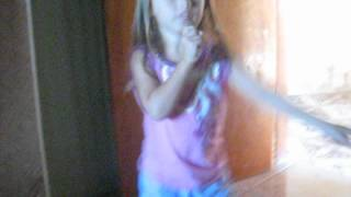 Sophia dançando funk ...