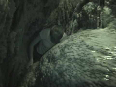 Jaskinia Cango Caves – przeciskanie przez korytarz (3/3)
