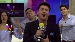 Gustavo Lara llega cantando