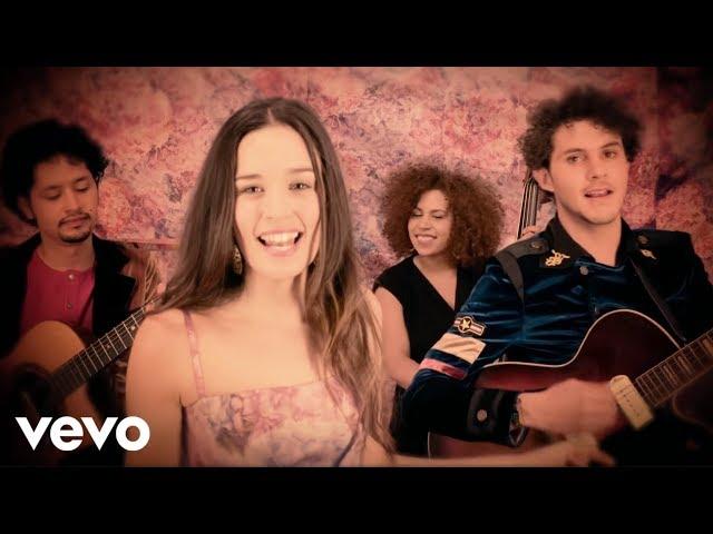 """Vídeo oficial de """"Nuestra Canción"""" de Monsieur Periné"""