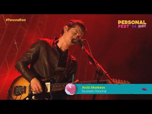"""Video de Arctic Monkeys en concierto cantando """"Fluorescent Adolescent"""" en el Festival """"Personal Fest"""""""