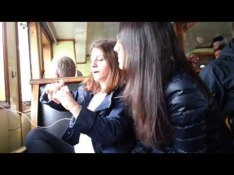 Bu kızlar ne yapıyor?
