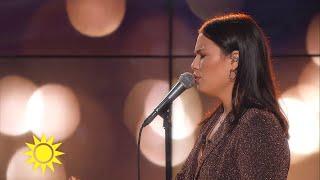 Molly Hammar sjunger Blossom - Nyhetsmorgon (TV4)