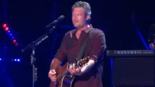"Blake Shelton sings ""She's Got a Way With Words"" live at CMA Fest"