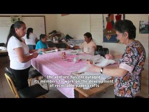 Artesanías de papel reciclable/San Pedro de Vilcabamba – Loja- Ecuador (ENGLISH SUBTITLES)