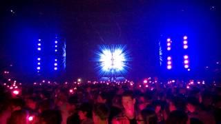 Calvin Harris & Alesso ft. Hurts - Under Control HQ live @ Ziggodome