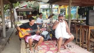 Tiago Barbosa no vocal,  David no violão e na  batera Jorge Psirico