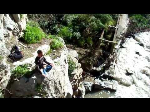 Hamza et le Yoga au bord du Rhumel (Pont du Diable) – Constantine (Algeria)