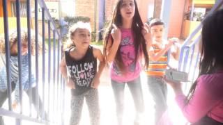 Mi sobrina chiquita bailando.