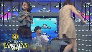 Tawag ng Tanghalan Kids: Vice Ganda falls off his chair