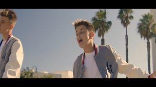 Sólo Amigos - Adexe & Nau (Videoclip Oficial)