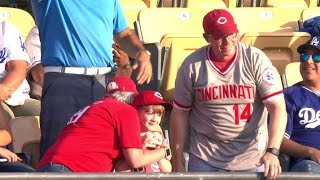 CIN@LAD: Gennett finds a Reds fan at Dodger Stadium