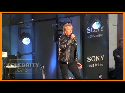 Rod Stewart knighted - Hollywood TV