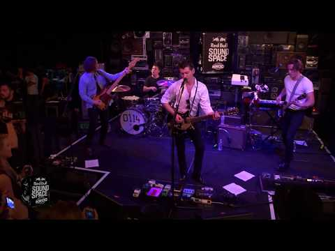 arctic-monkeys-r-u-mine-live-in-the-red-bull-sound-space-at-kroq-la-official-arctic-monkeys