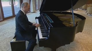 Putin Plays USSR Anthem on Piano in China