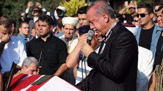 Erol Olçak ve Mustafa Cambaz'ın cenazesinde gözyaşlarını tutamadı